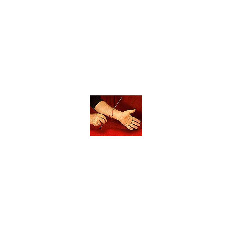 Needle thru arm - Aiguille à travers le bras