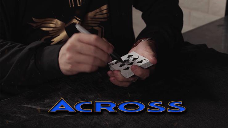 le spectateur signe la carte de Across Bleu - The House of Crow