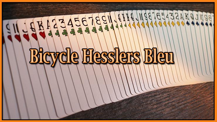 jeu étalé en ruban sur la table du jeu Jeu Hesslers Rider Back Bleu