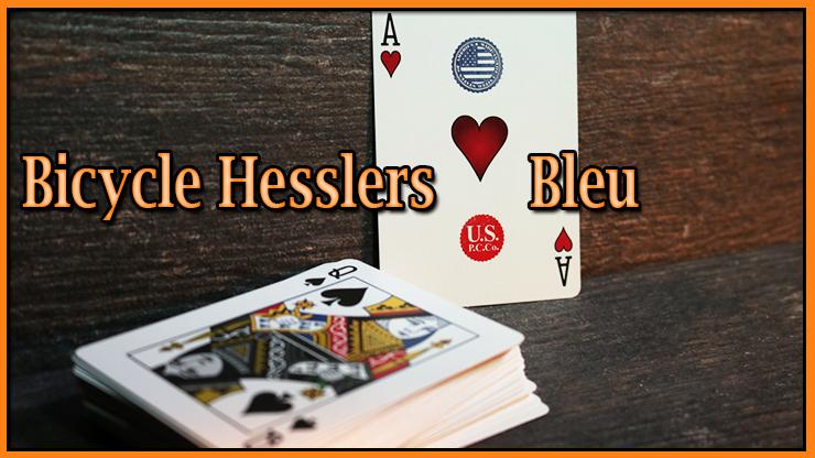 l'as de coeur a coté du jeu sur la table du jeu Jeu Hesslers Rider Back Bleu