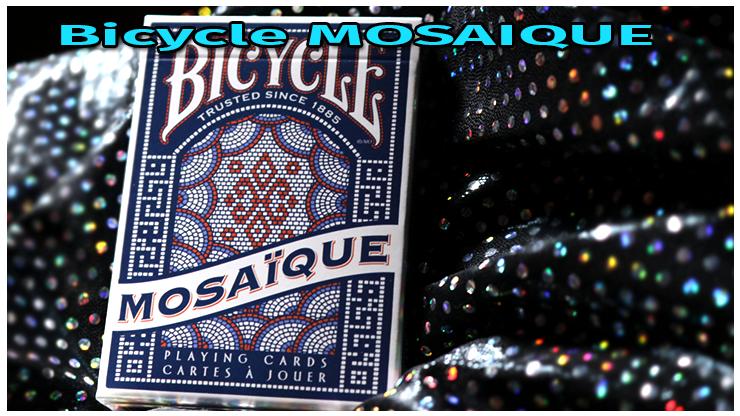 gros plan sur l'étui du jeu Bicycle Mosaïque Playing Card