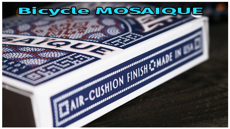 l'étui du jeu en gros plan sur la tranche du jeu Jeu Bicycle Mosaique playing Card