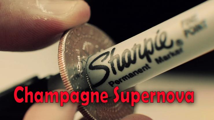 vision de trés prés du stylo dans la pièce de Champagne Supernova (EURO) Matthew Wright