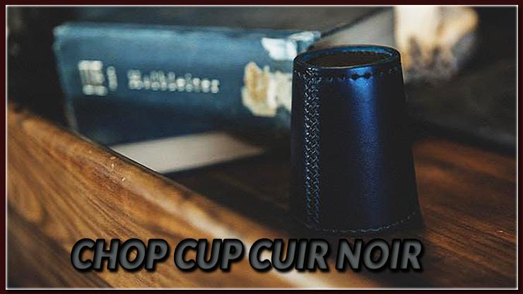 le chop cup noir posé sur la table du tour Chop Cup Cuir Noir de TCC