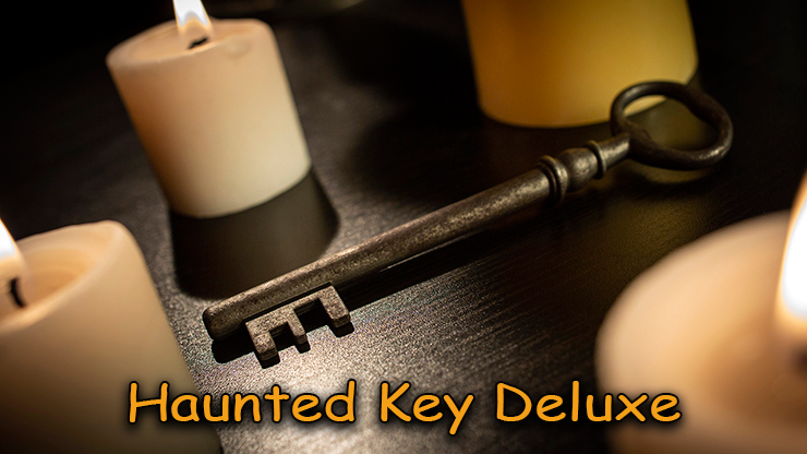 Visuel de la clé posé sur une table du tour Haunted-Key-Deluxe de murphy's magic