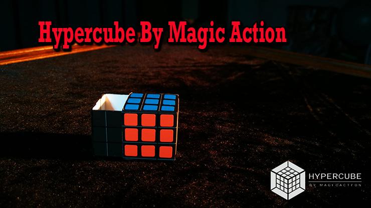 a l'intérieur de ce cube il en sort un cube en carton de Hypercube de Magic Action