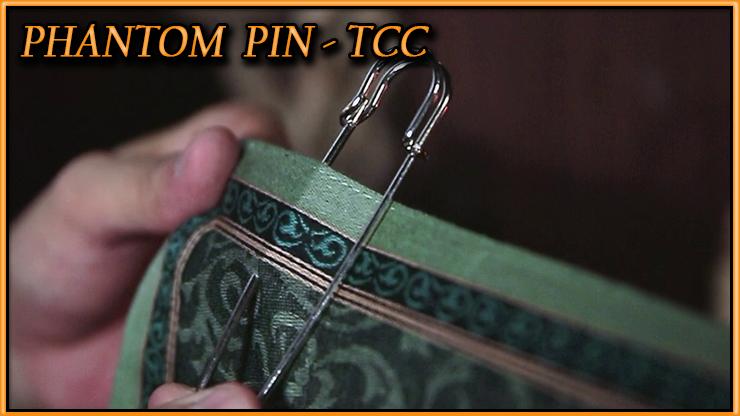 l'épingle qui traverse le foulard du tour tour Phantom pin De Tcc.