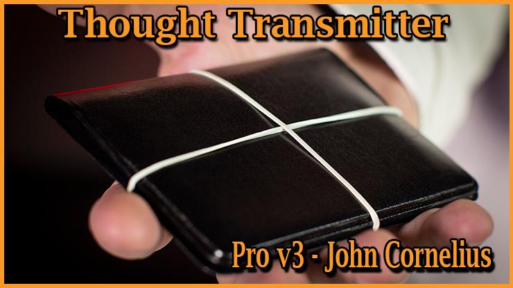 le portefeuille est bien fermé par des élastiques il est posé dans la main c'est le tour Portefeuille Thought Transmitter Pro v3 De John Cornelius