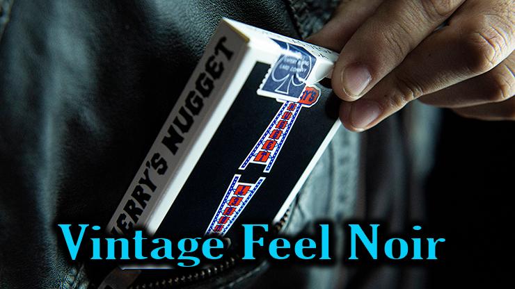 etui noir du jeu vintage Feel Jerrys Nuggets black qui sort de la poche d'un jeans