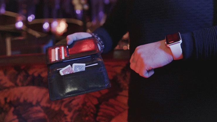 photo de 2 cartes sorties d'un portefeuille de abra jordan victoria