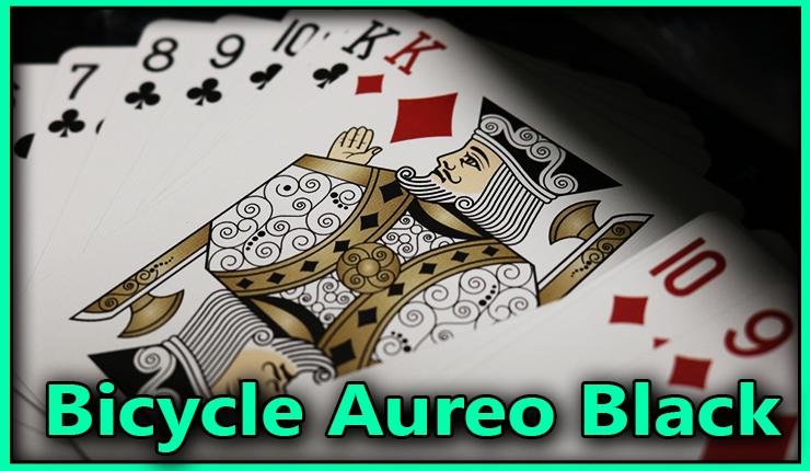 gros plan sur le roi de carreau à cote de la série des tréfle et des carreau du jeu bicycle-aureo-black