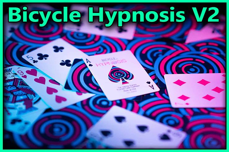 tout le jeu de carte eparpillé sur la table c'est le Jeu De Carte Bicycle Hypnosis V2