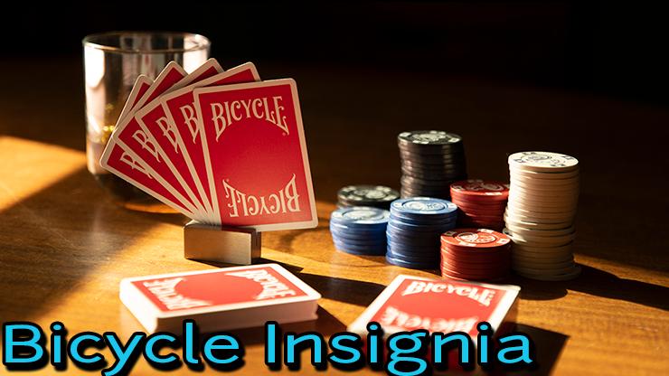 jeu de carte Bicycle insignia back sur une table de poker