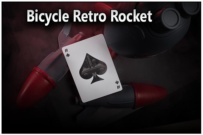 juste une carte vu de face, c'est l'as de pique du jeu bicycle retro rocket vue de face et vu de dos