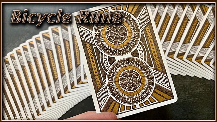 jeu vu de dos en gros plan c'est le jeu bicycle rune