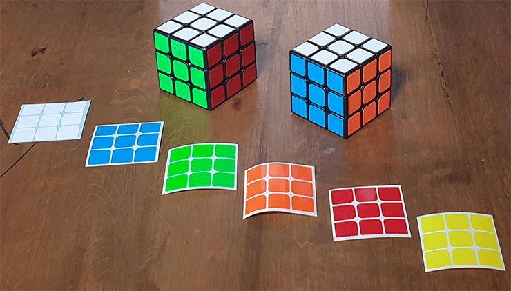voici la coquille et le vrai rubik cube avec les stikers