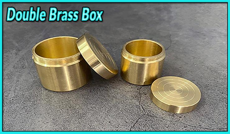 les 2 boites en laiton sont ouverte du tour Double Brass Box- Les boites gigognes laiton.