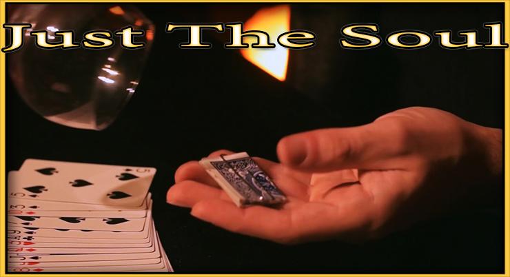la carte pliée et au creux de sa main prét à etre déplié de son tour Just The Soul De Adrian Vega