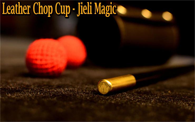 gros plan sur la baguette et les deux boule du tour Leather Chop Cup en Cuir De Jieli Magic.