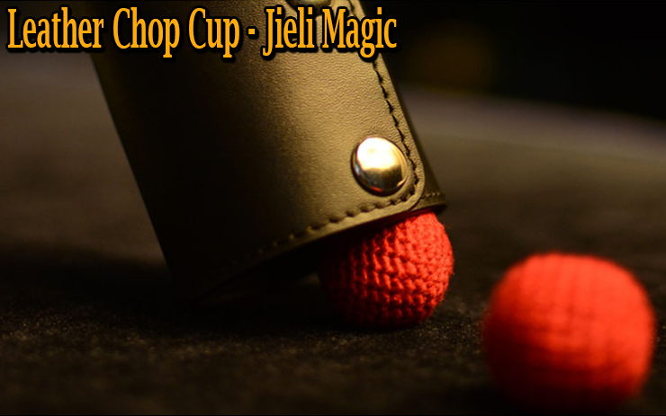 le chop cup posé sur une boule crocheté du tour Leather Chop Cup en Cuir De Jieli Magic.