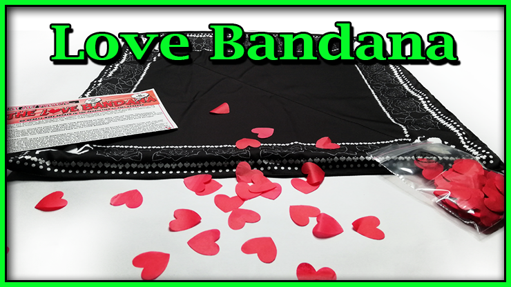 le foulard est sur la table avec les confettis eparpillés de Love Bandana De Lee Alex