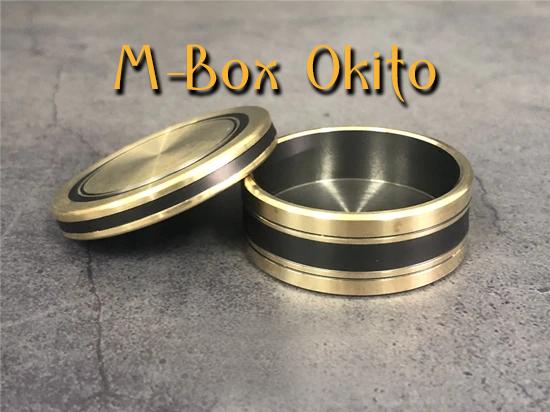 la boite et le couvercle sont à l'endroit de M-box-okito Morgan