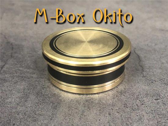 gros plan sur la boite fermé de M-box-okito Morgan