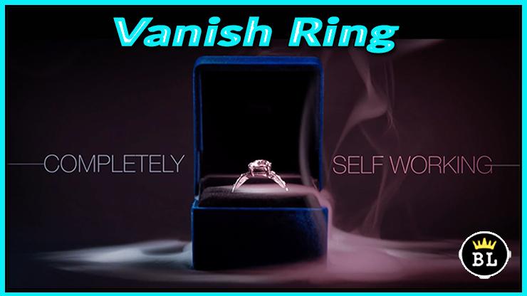 la bague est dans un écrin bleu il y a de la fumée du tour Vanishing Ring de sansminds